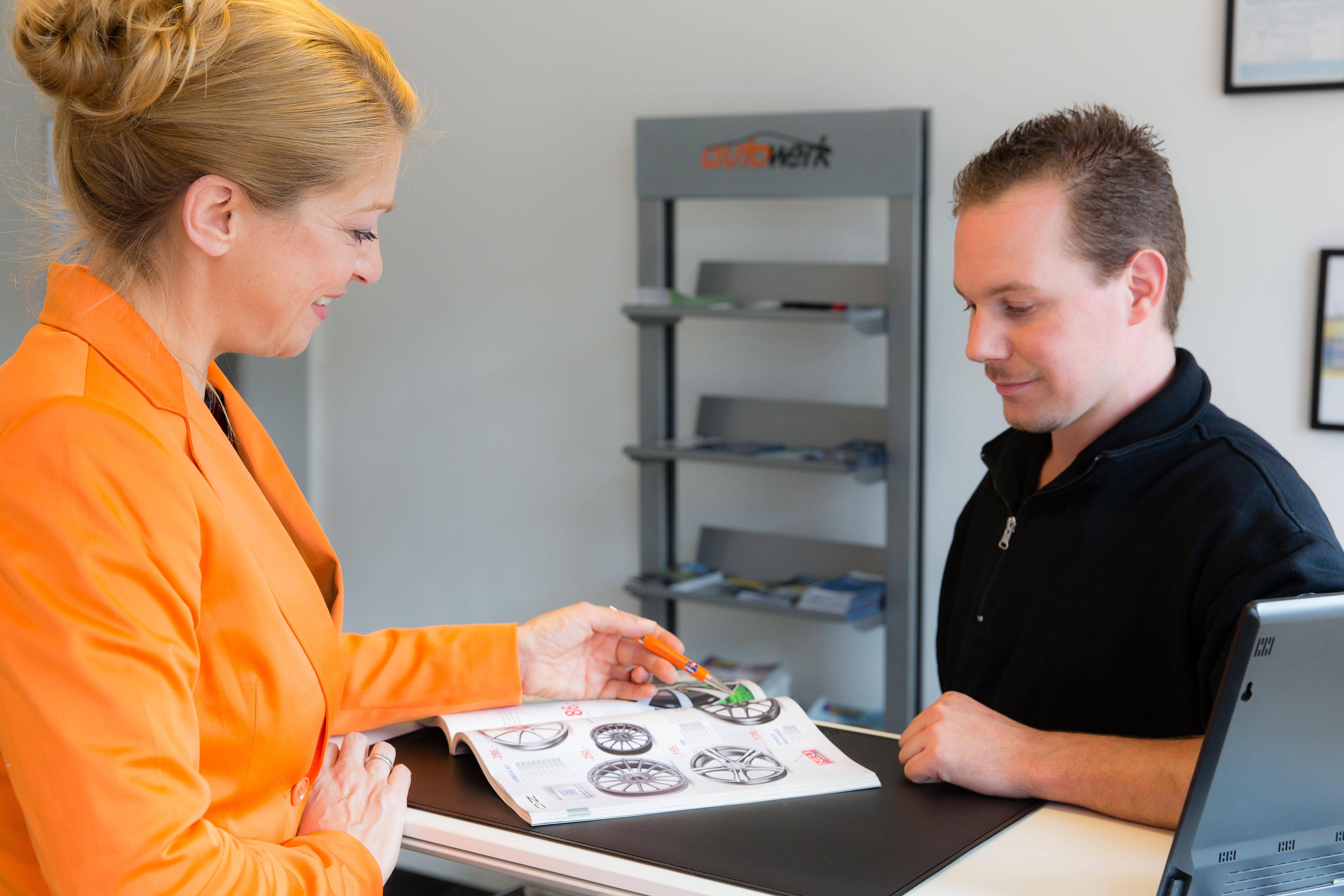 Beratung und Verkauf im autowerk Düsseldorf